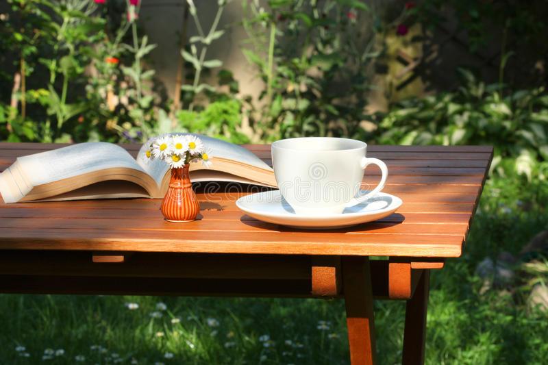 koffie-en-boek-tuin-28657363