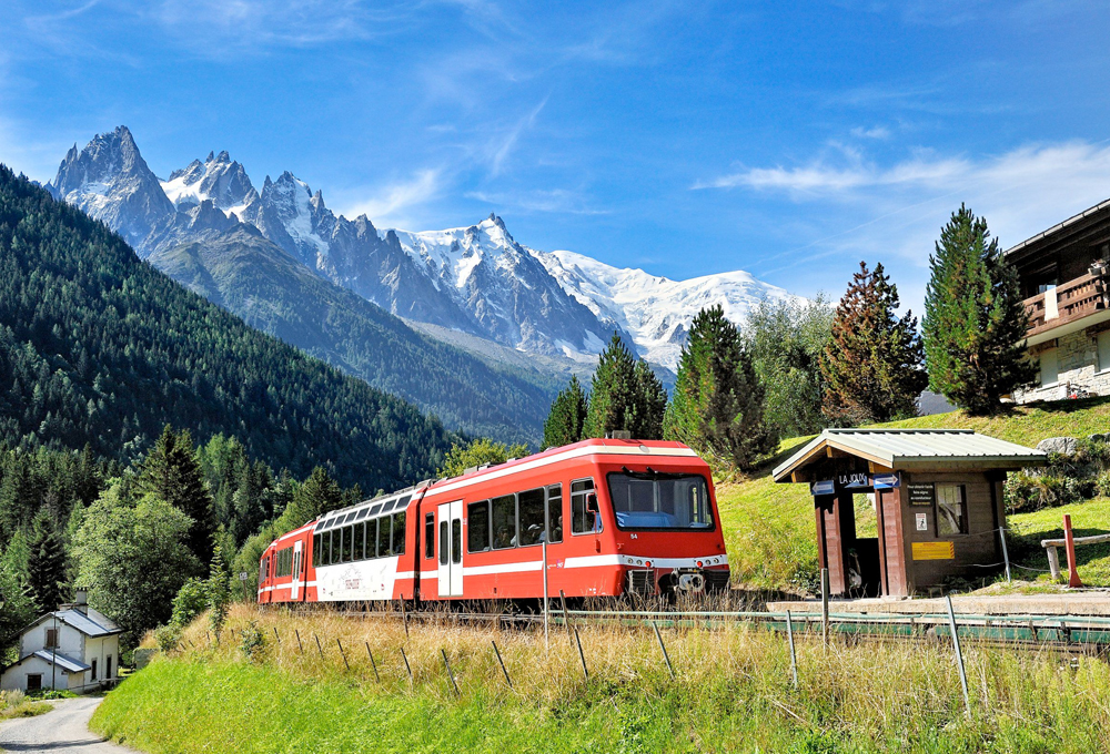 Glacier Express beim Oberalppass / Glacier Express at the Operal