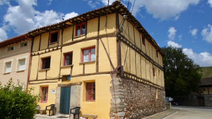 Albergue_parroquial_San_Francisco_de_Asis_Tosantos_Burgos_Camino_Frances_01
